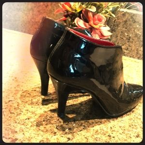 Shiny Black womans booties size 8